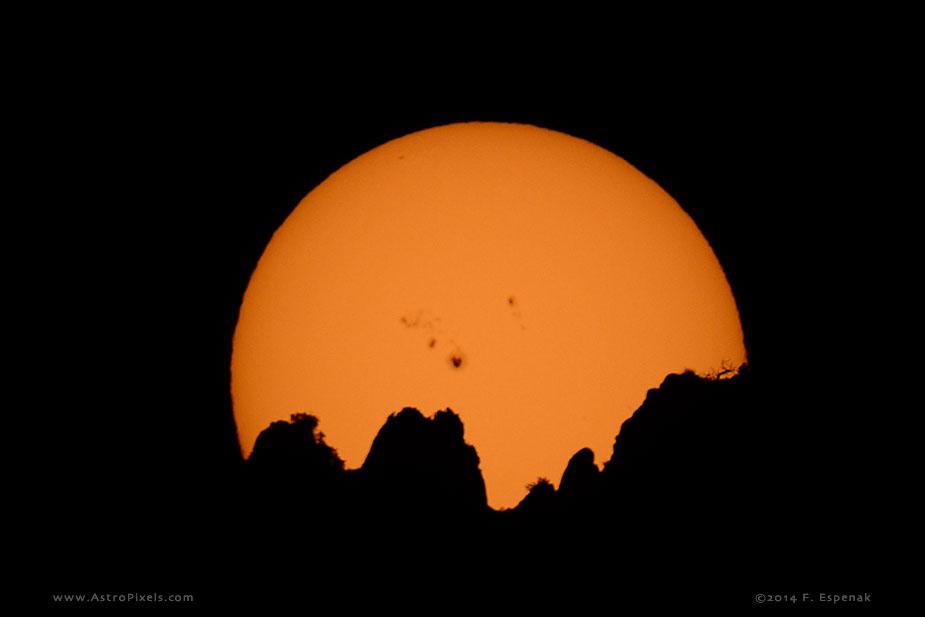 Zonnevlekken op het oppervlak van de Zon. Photo ©2014 by Fred Espenak (AstroPixels.com)
